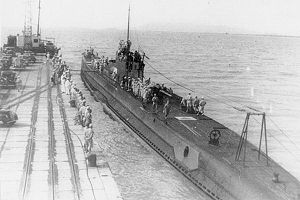 Photograph of A1-class submarine I-10