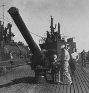 "Photograph of 5.5""/40 gun on I-400"